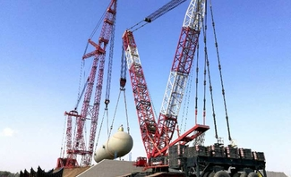 Mammoet's mega tandem lifts bring Oman's biggest petrochemical project closer to completion