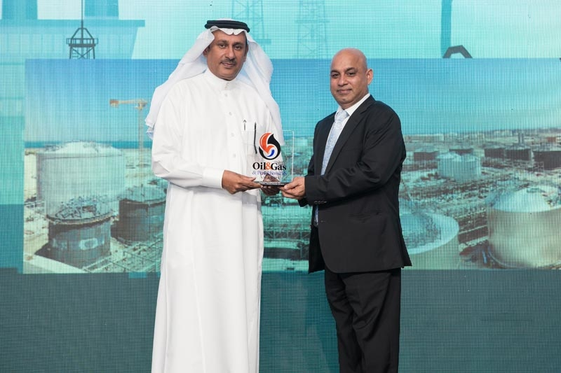 Nadeem Raza (right), group CEO, DIA33, presents the '2017 Oil & Gas Middle East and Refining & Petrochemicals Middle East Downstream Project of the Year Award' to Faisal Algurouni, vice president, human resources and industrial relations, Sadara Chemical Company, for the Sadara project.