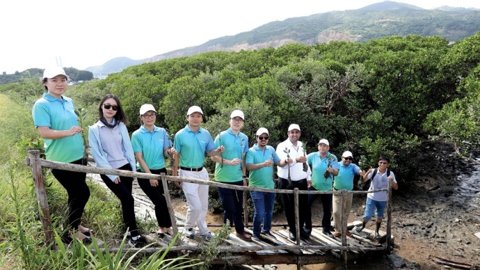 Staff members from Aramco's offices in Beijing and Xiamen, and China Mangrove Conservation Network, at the Eco-Restoration Base on Haimen Island, in Southeast China's Fujian Province.