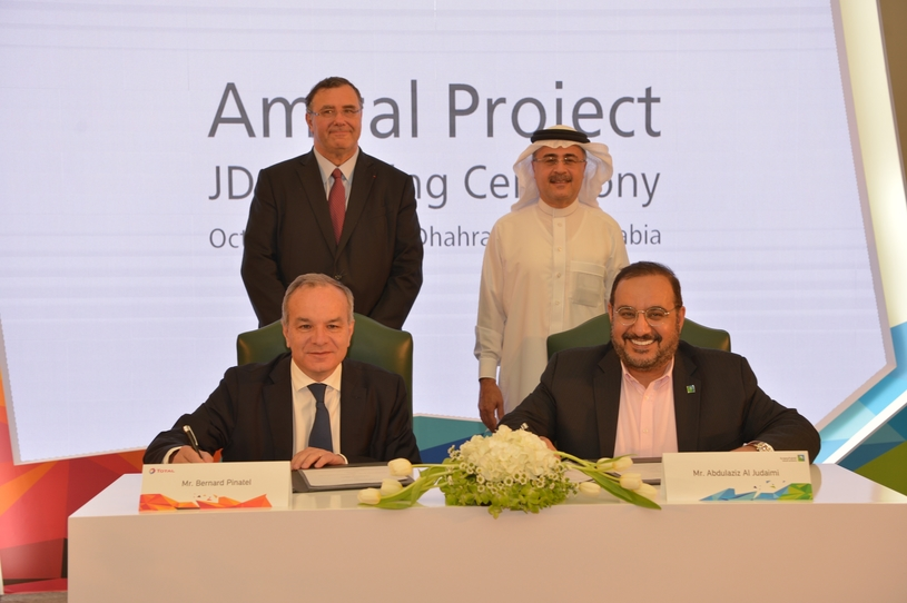 Bernard Pinatel (sitting, left), president, refining and chemicals, Total, and Abdulaziz Al Judaimi (sitting, right), senior vice president, downstream, Saudi Aramco, sign the joint development agreement in the presence of Amin H Nasser (standing, right), president and CEO of Saudi Aramco, and Patrick Pouyanné, chairman and CEO of Total.