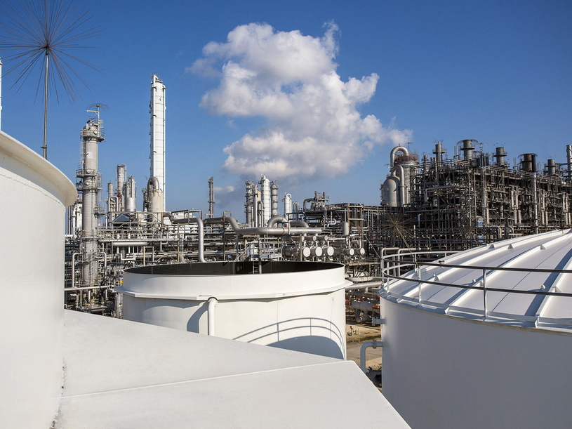 The steam cracker in Port Arthur, Texas, transforms crude oil and natural gas into chemical building blocks for many consumer and industrial goods. BASF's Durasorb family of adsorption solutions reduce downtime in natural gas processing plants through higher adsorbent stability and selectivity.