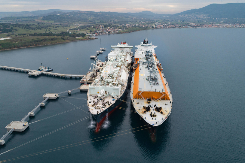 Total will develop and operate the regasification infrastructure that will comprise a floating storage and re-gasification unit (FSRU) located offshore Benin and an offshore pipeline connexion to the existing and planned power plants in Maria Gléta.
